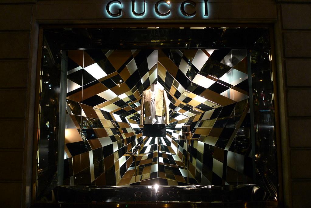 f23eecf3dedc Vitrines Gucci - Paris, novembre 2011   www.journaldesvitrin…   Flickr