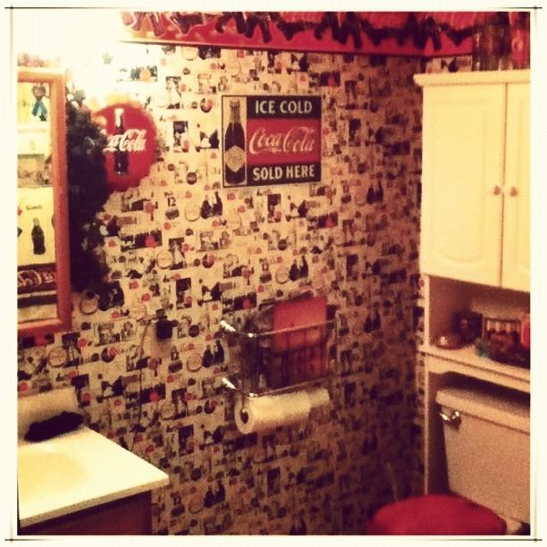 Attirant ... Itu0027s A Coca Cola Themed Bathroom. ##home #bathroom