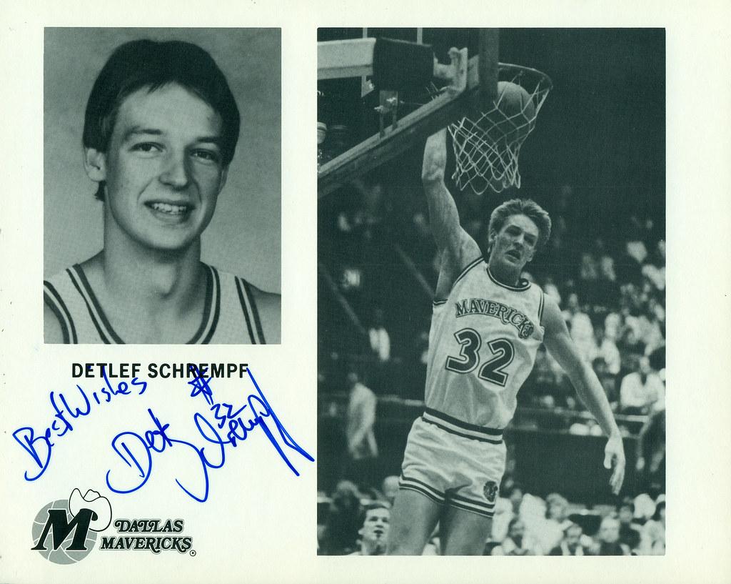 Detlef Schrempf Dallas Mavericks Autographed 8x10