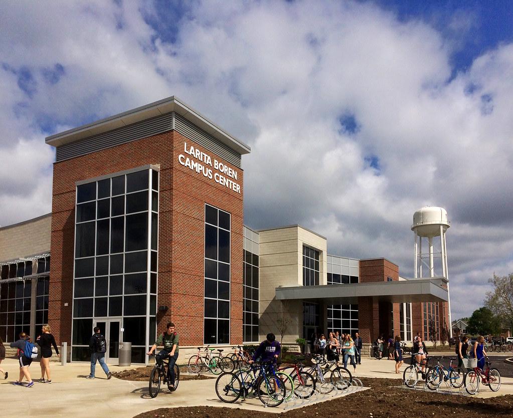 Campus: on Looks Taylor University catalog photo