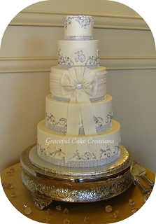 wedding cake with bows and bling ivory buttercream wedding cake with bling ribbon 26837
