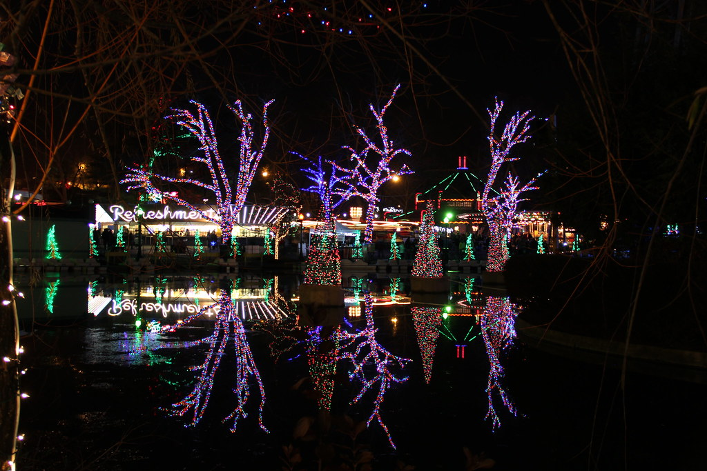 Holiday lights reflection in water lagoon | Kennywood Holida… | Flickr