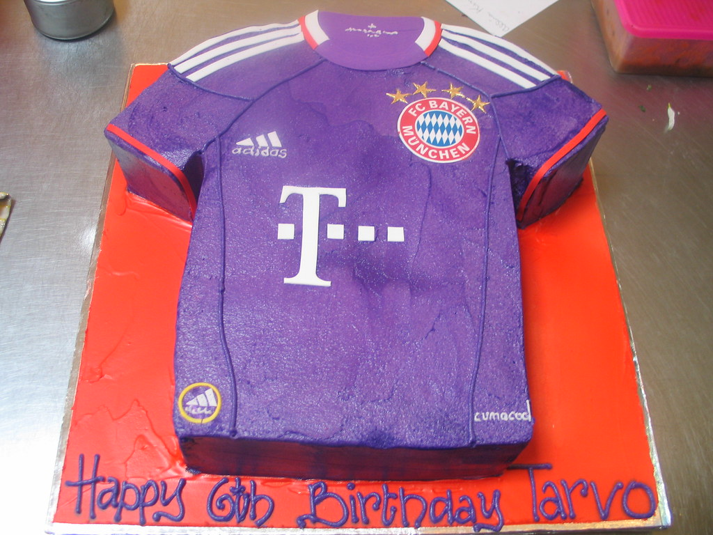 Bayern Munich Football T Shirt Shaped Cake Charlys Bakery Flickr