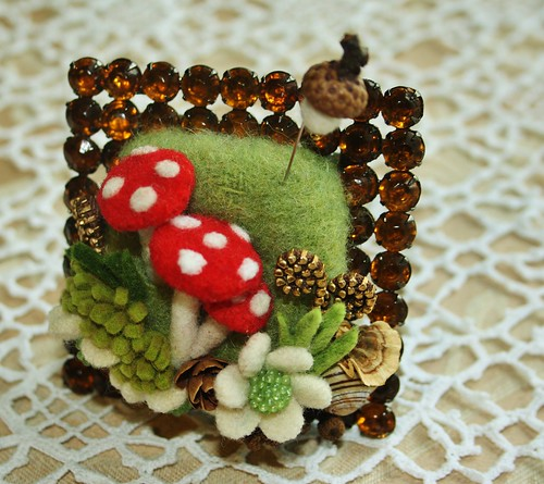 One sweet felt acorn pin to finish it off... | by woolly  fabulous