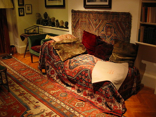 A MOST FAMOUS SOFA: SIGMUND FREUD'S SOFA | by roberthuffstutter