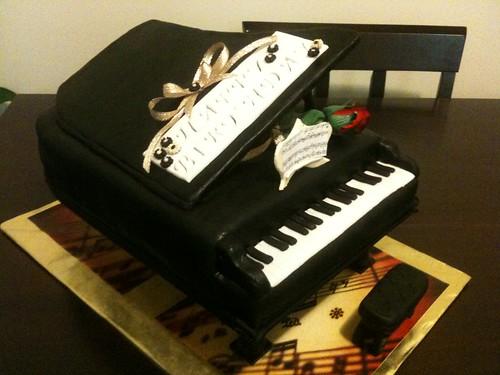 Baby Grand Piano Cake Pan