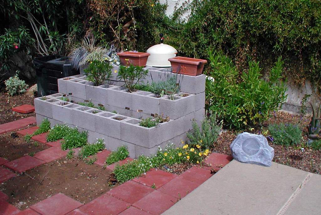 Raised Garden Bed concrete block VYNNIE THE GARDNER Flickr