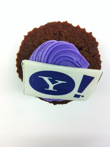 Cake Images With Name Praveen : Happy Birthday Yahoo! - 17 years Cup cakes at office ...