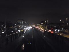 M�tro a�rien nocturne fon�ant vers Paris