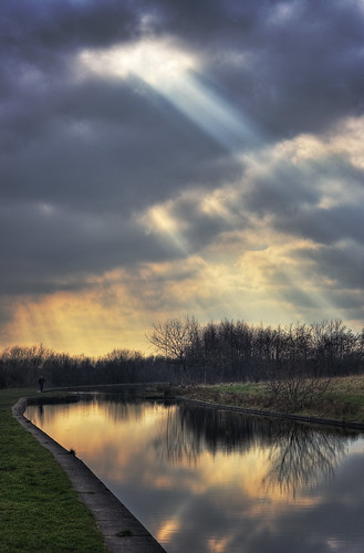 60/366 - Light over the canal | by beeblebear