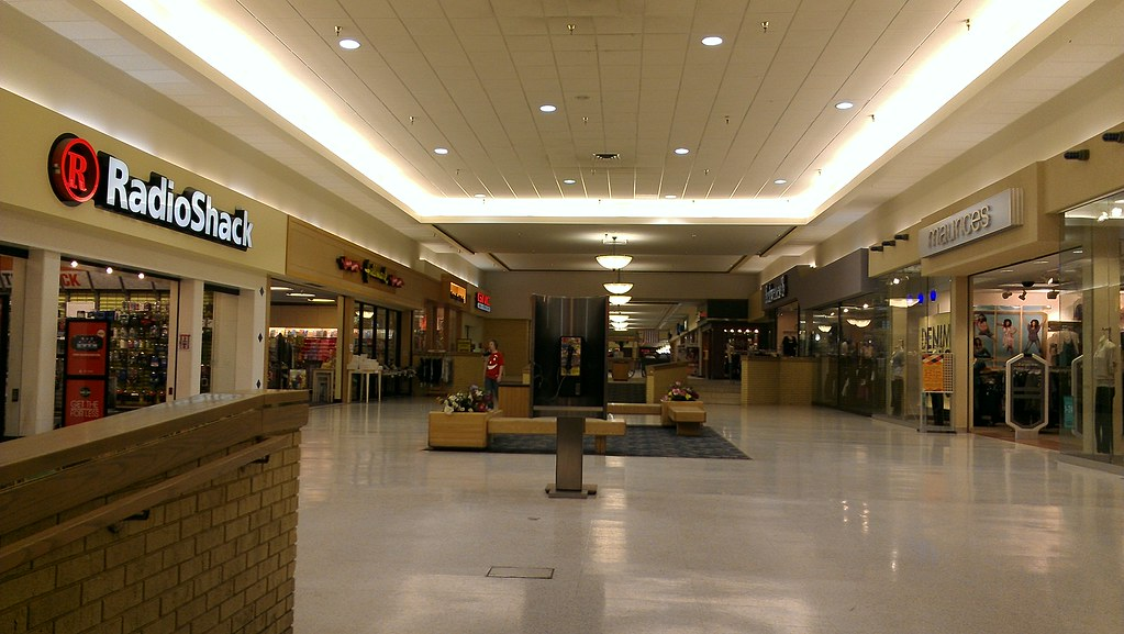 Crossroads Mall - Fort Dodge, Iowa - Younkers Wing | Flickr
