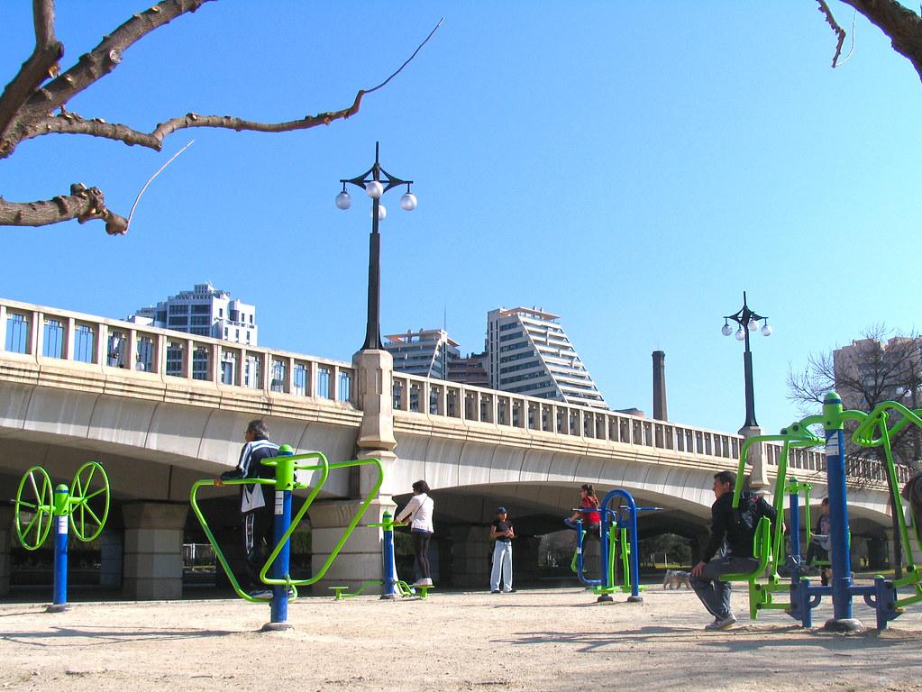 Circuito Urbano Valencia : Instalación de circuito parque saludable para mayores en eu flickr