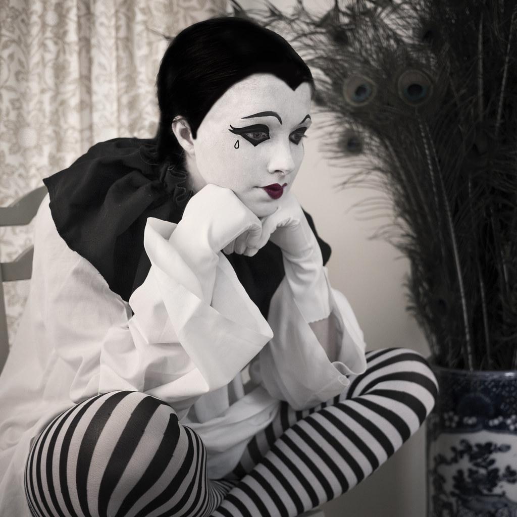 Pierrot | facebook page | foll...