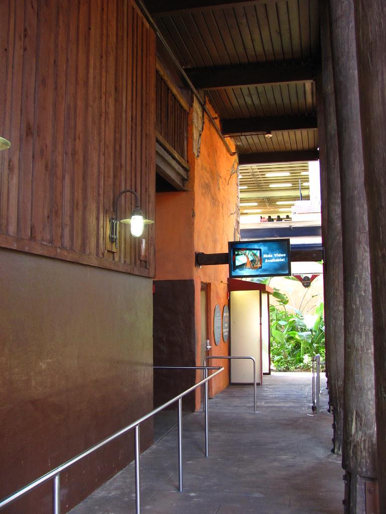 Busch Gardens Tampa 113 | SheiKra queue | Jeremy Thompson | Flickr