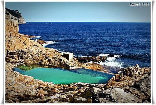 Piscina natural con agua de mar la costa brava en girona - Piscina devesa girona ...