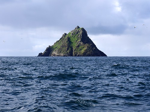 Approaching Skellig Michael | by P_L_Wood