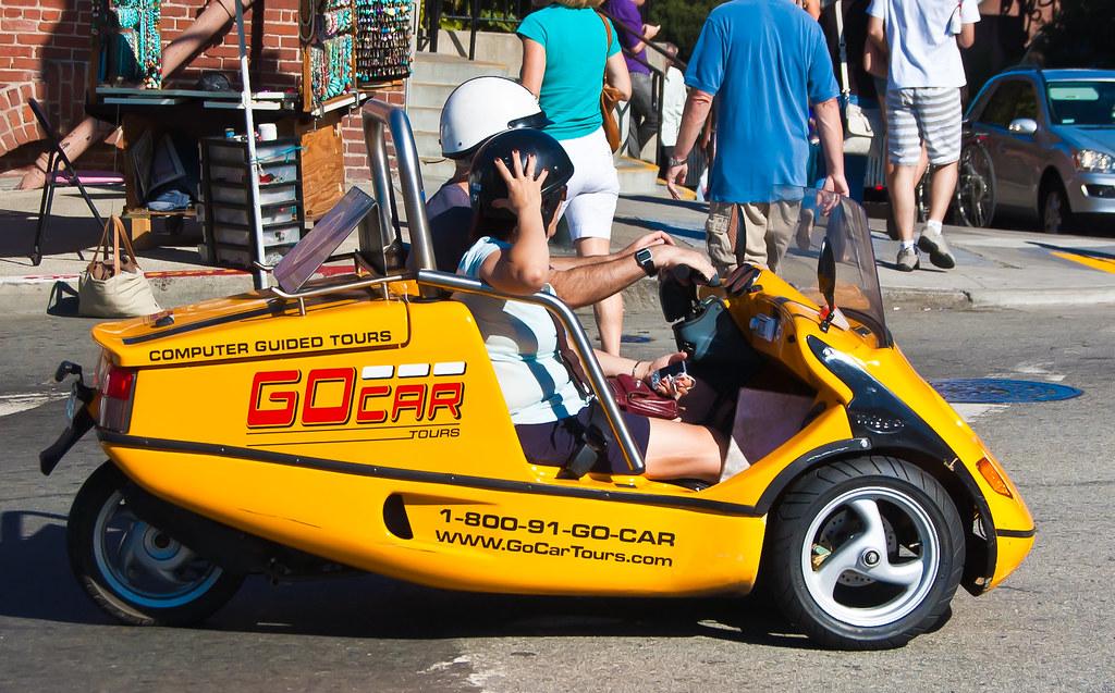 USA / California / San-Francisco / Fanny Yellow Car