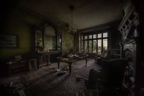 musty air  :: | by andre govia.