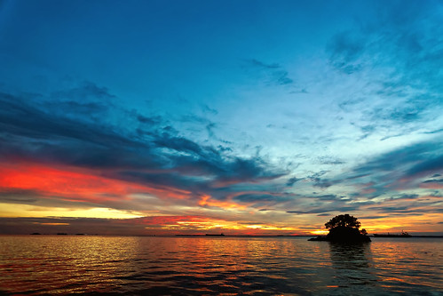 #850C7579- The dusk colors of Melawai | by Zoemies...
