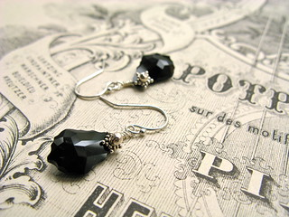 "Baroque Nouveau short earrings in black | by Lea ""Fine van Brooklin"""