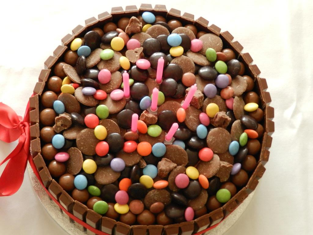 Alis 14th Birthday Cake Red Velvet Kit Kat Cake Flickr