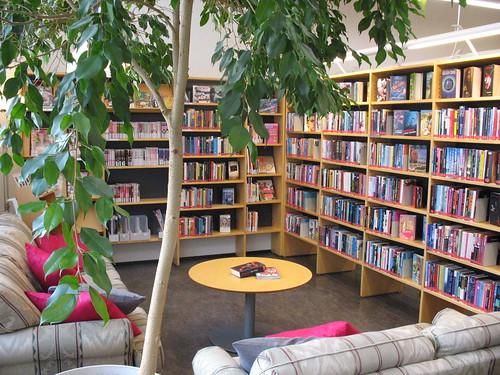 nuortennurkka - ungdomshörnan | Kauniaisten kirjasto - Grankulla bibliotek | Flickr