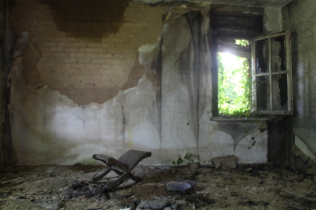 Abandoned house pictures inside