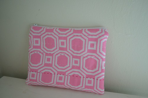 Pink & White zippy pouch 1 | by Scissors & Thread