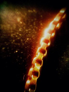 Glowing Chain - 348:365 | by JasonWStanley