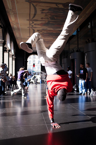 B-Boying in lyon 6: Opéra | by Bourguiboeuf