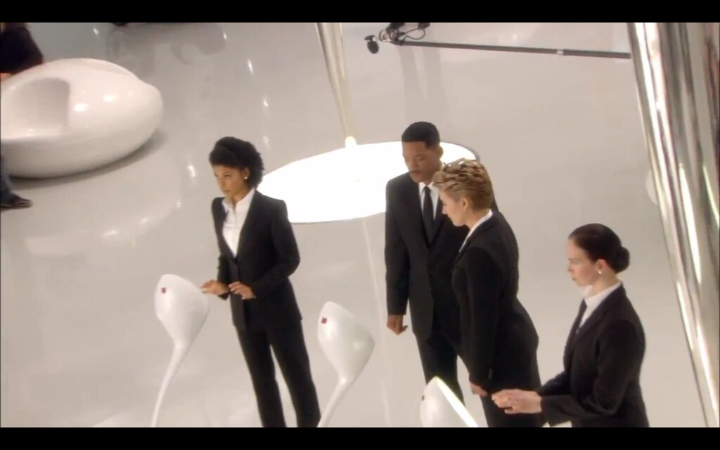 ... Men In Black 3 (MIB3) + 3sum Pods (Chairs) + Emma Thompson