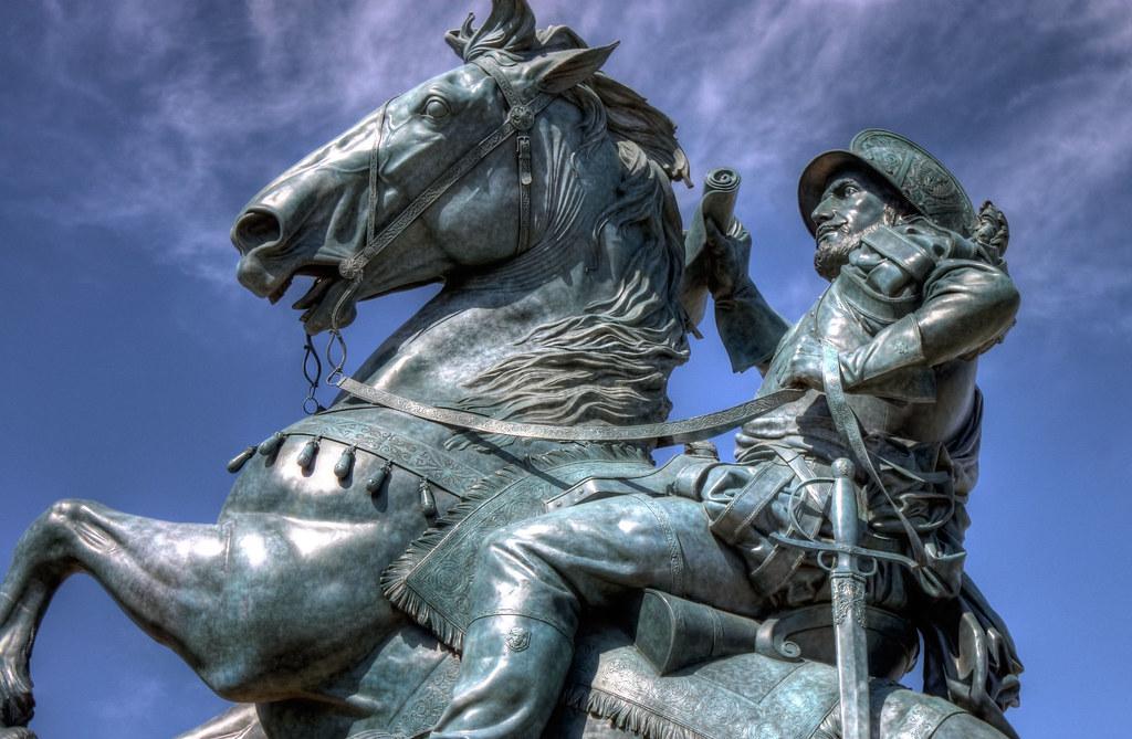 conquistador statue el paso