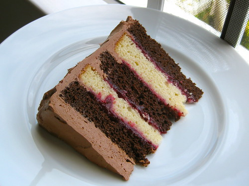 Vanilla Cake With Raspberry Mousse Filling