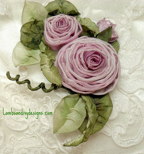 lilac colored roses | by lambsandivydesigns.com