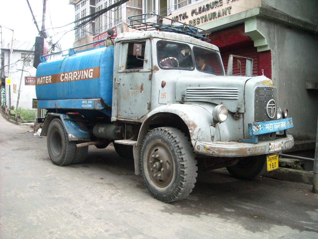 Old Tata truck | Despite the heavy rainfall Darjeeling somet… | Flickr