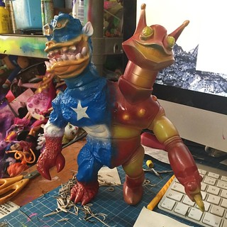 #civilwars #customs #iroman #capitanamerica #sofubi #japan #madeinjapan #customs #softvinyltoy #mexico #frankmysterio #elegab #forsale | by frankmysterio 2 APC