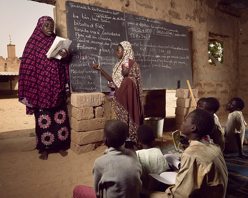 Children in the village of Guéchémé use a omen's prayer space to pursue their studies while a new school is being built | by World Bank Photo Collection