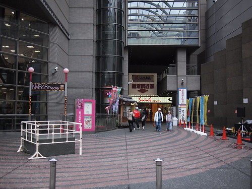 Wahha Kamigata and NMB48 Theater