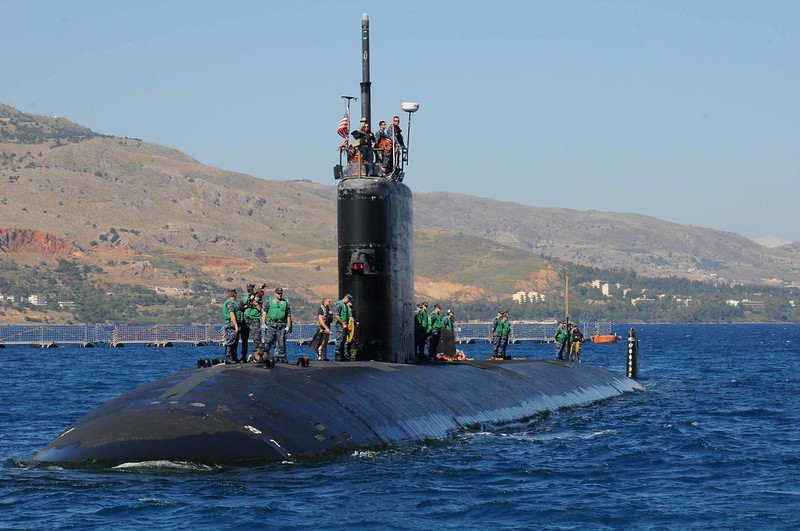 Sailors aboard the Los Angeles-class attack submarine USS Annapolis (SSN 760) stand by.