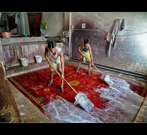 Cleaning the Rug for Sale (India) | by departing(YYZ)