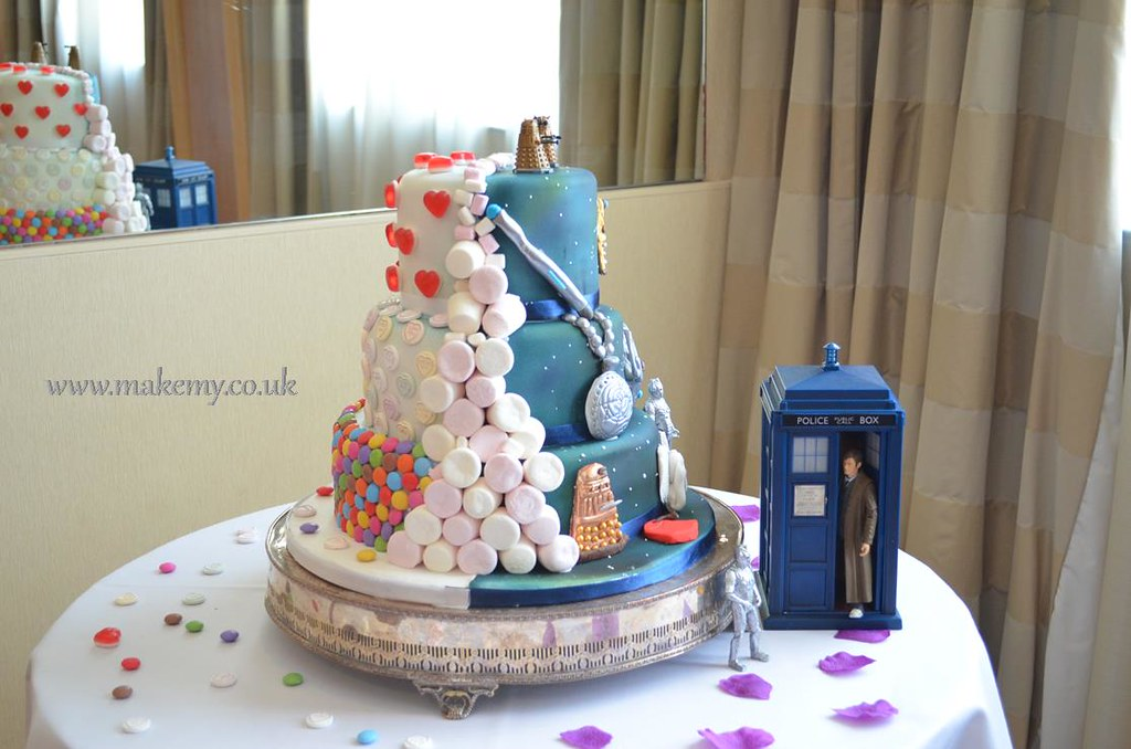 half and half Dr Who Candy Wedding cake Sweet front side MakeMy