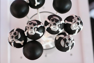 Skull and Cross Bones Cake Pops | by Sweet Lauren Cakes
