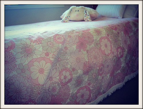 Vintage bed cover foundlings i found this gorgeous for Studio one bed cover
