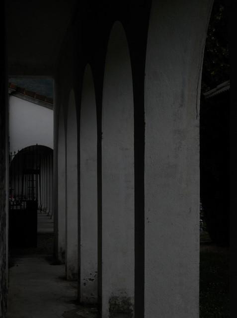 Un rato en el cementerio