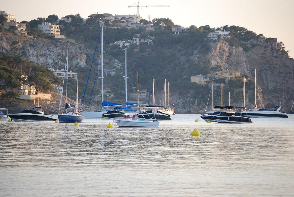 Vista de la entrada al puerto de Andratx