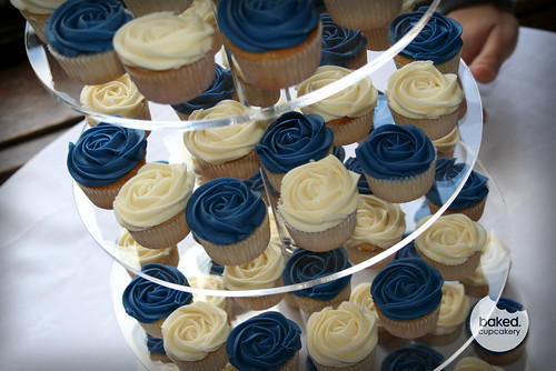 royal blue wedding cake and cupcakes royal blue wedding tower filled with mini cupcakes 19369