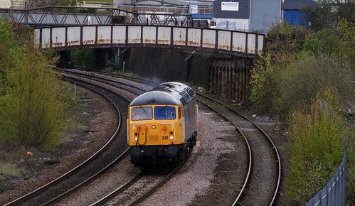DCR Class 56312 (Railfest Livery) passes through Engine Shed Junction, Leeds working 0Z34 to Shipley | by Bolckow
