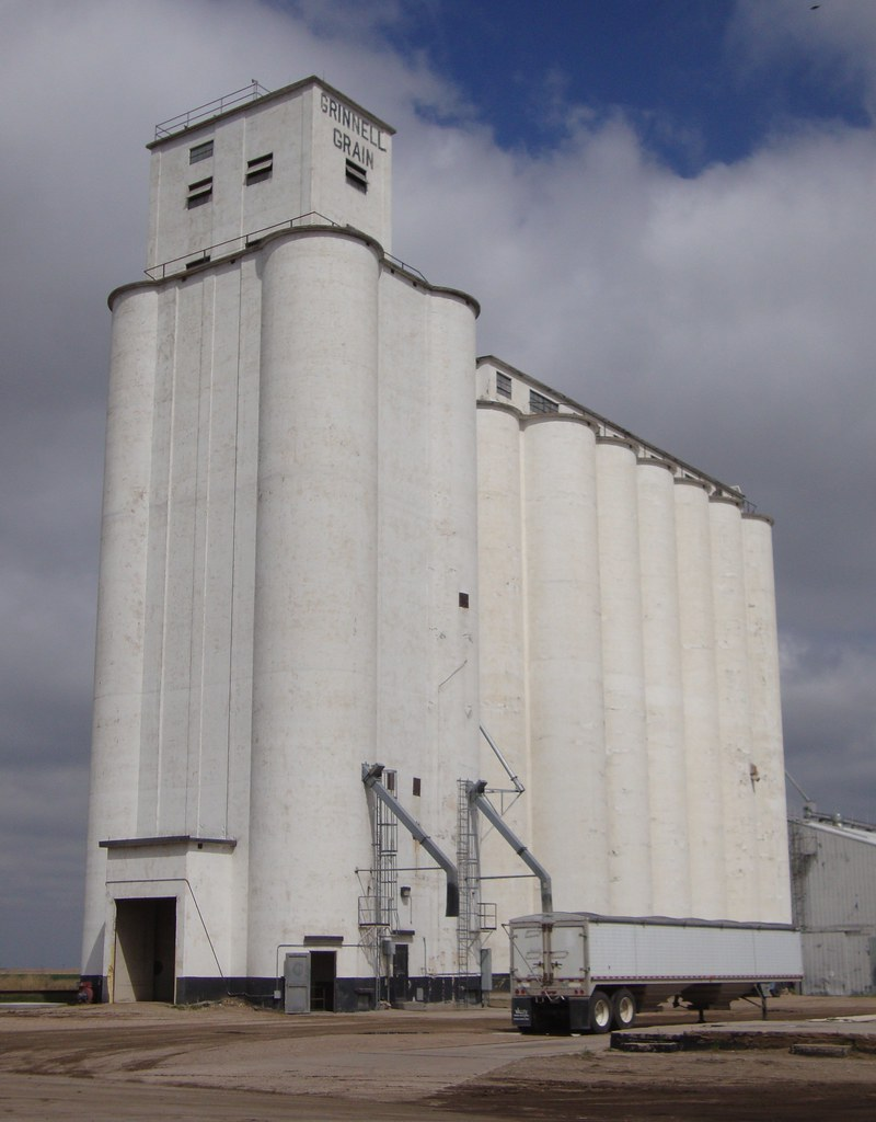 Kansas gove county grinnell -  Grain Elevator Grinnell Kansas By Courthouselover