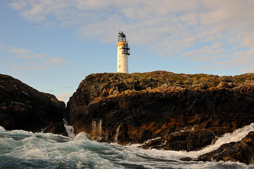 Rounding Out Skerries Lighthouse, Shetland | by iancowe