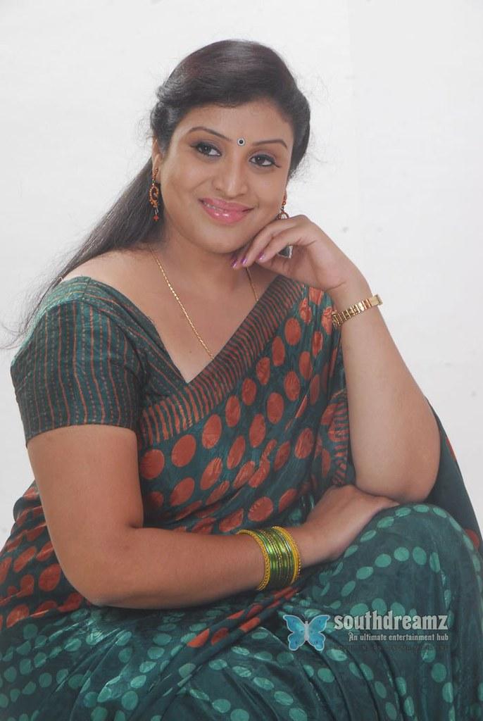 Hot telugu aunty actress
